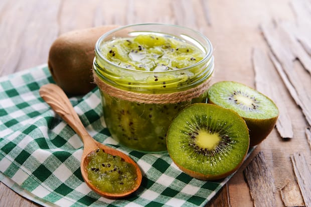 DIY – Brightening Kiwi Clay Mask